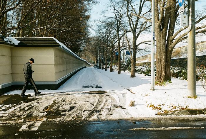 薄雪ならではの寒いこの頃と階段歩行降下_c0182775_17121662.jpg