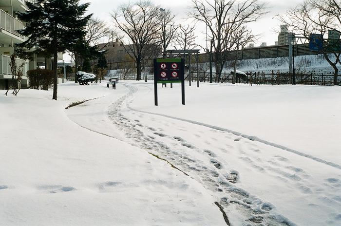 薄雪ならではの寒いこの頃と階段歩行降下_c0182775_1765922.jpg