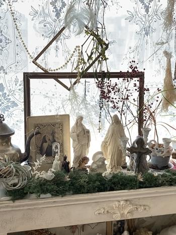 シェルフの上をクリスマスディスプレイに_e0237680_10363778.jpg