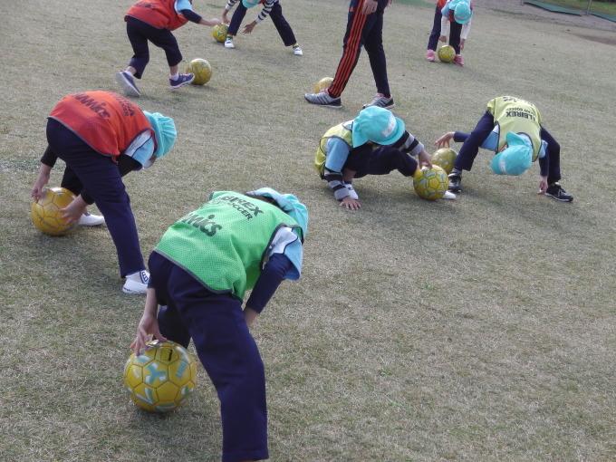 サッカーってどんな事するのかな?_f0195982_17114758.jpg
