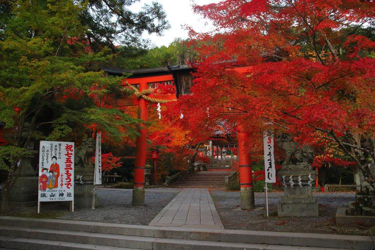鍬山神社_e0051888_04040952.jpg
