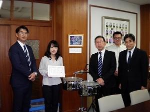 【地域貢献活動】中学校へ楽器を寄贈_f0318400_10143752.jpg