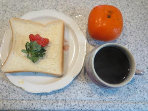 朝:トースト、チーズピザパイ&コーヒー 昼:焼き🍙、味噌汁&柿 夜:鰯の缶詰、茹で🍠と白菜に甘味噌ダレ、納豆、味噌汁、なないろ昆布ふりかけ御飯_c0075701_22081892.jpg