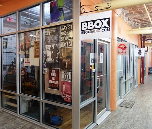 ベスト独立系NYCラジオ局の1つ、BBOX Radioのスタジオに遭遇_b0007805_10334158.jpg