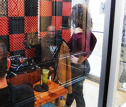 ベスト独立系NYCラジオ局の1つ、BBOX Radioのスタジオに遭遇_b0007805_11285820.jpg
