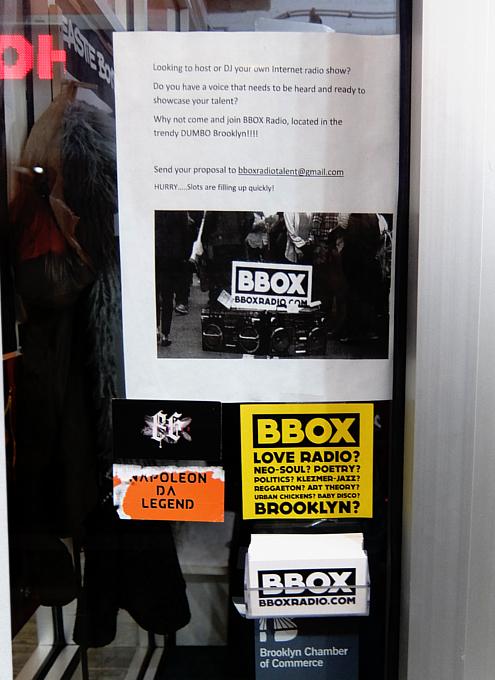ベスト独立系NYCラジオ局の1つ、BBOX Radioのスタジオに遭遇_b0007805_11295707.jpg