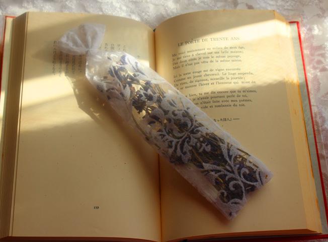 いい香りで読書ライフ。香る栞でブックマーク【読書の冬】_a0329820_17181881.jpg