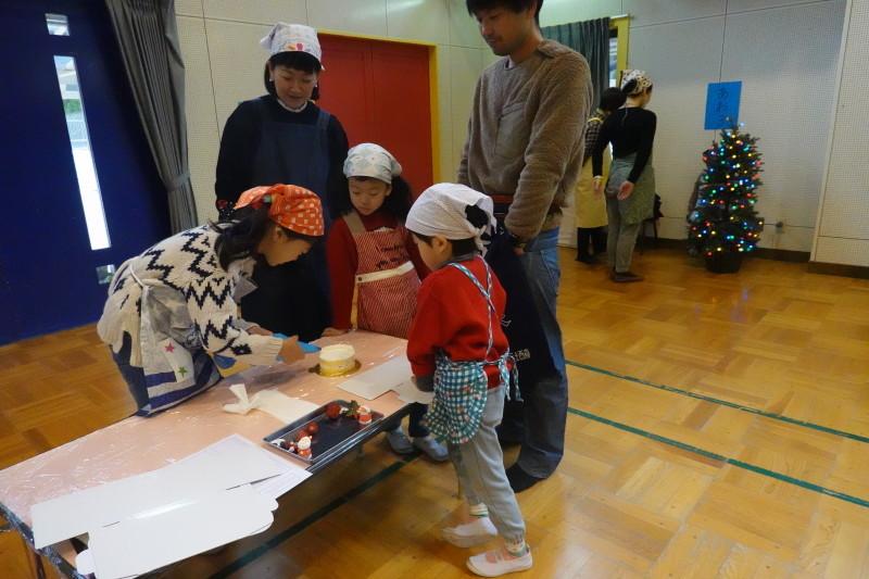 家族登園 クリスマスケーキ作り_a0212624_12504806.jpg