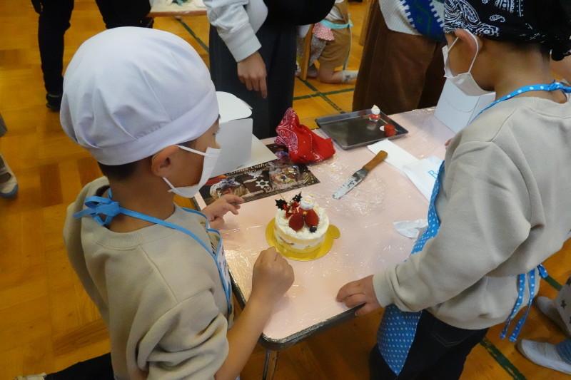 家族登園 クリスマスケーキ作り_a0212624_12505436.jpg