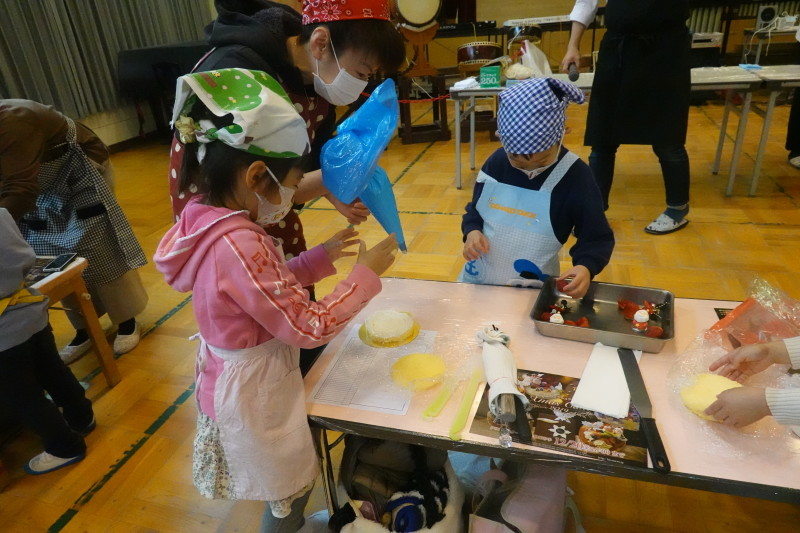 家族登園 クリスマスケーキ作り_a0212624_12511678.jpg
