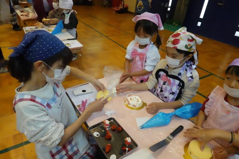 家族登園 クリスマスケーキ作り_a0212624_12512964.jpg