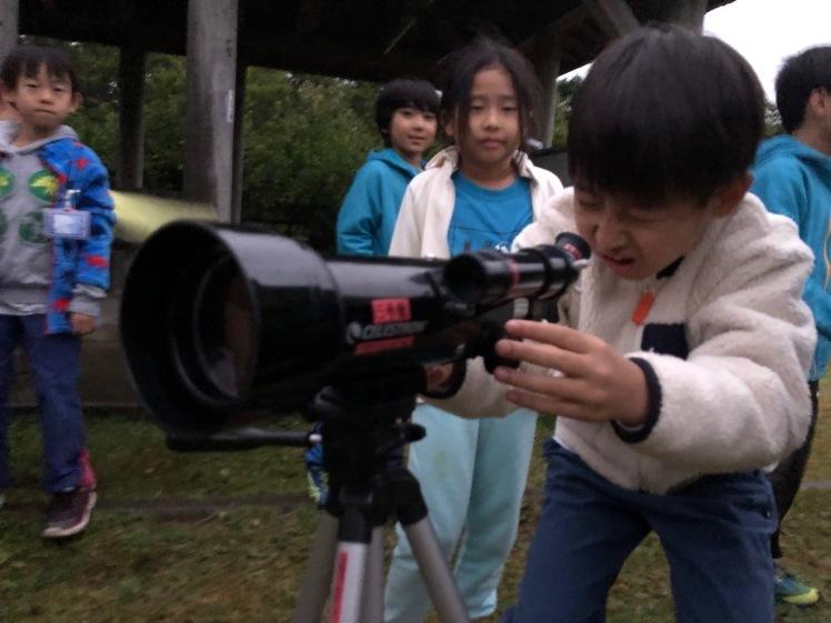 星空キャンプ〔2日目〕山の上のキャンプ場に到着。雨の切れ間に天体望遠鏡の練習だ!_d0363878_23000327.jpg