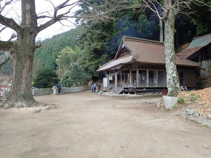 客人神社の落ち葉の掃除_c0116915_23410510.jpg