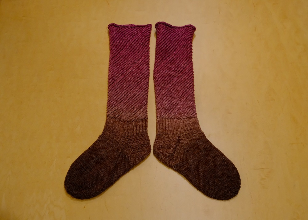 編み込み模様の靴下 編んでみようかな~ _e0225164_08003002.jpg