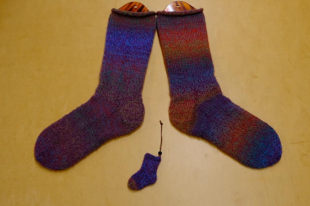 編み込み模様の靴下 編んでみようかな~ _e0225164_08003599.jpg