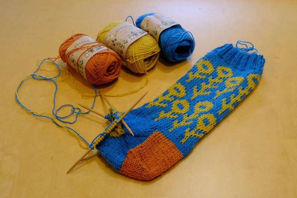 編み込み模様の靴下 編んでみようかな~ _e0225164_08003827.jpg