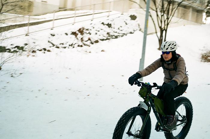 冬でもマニアはファットタイヤでサイクリング_c0182775_16282537.jpg