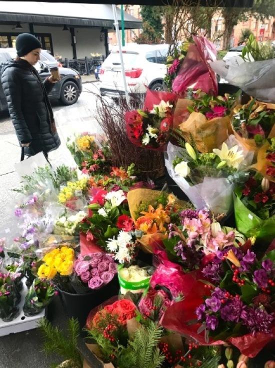 スーパーマーケットの花売り場_d0129786_15403059.jpg