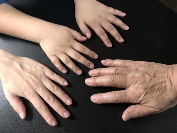 パセリ一家の手比べと甥っ子が山口から_e0397389_15253879.jpeg