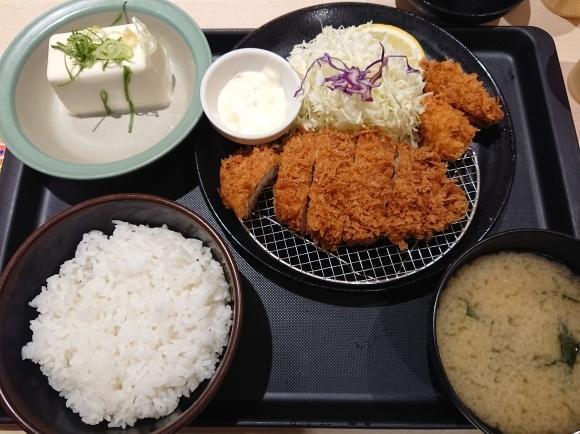 12/8 松のやル・シーニュ府中店 ロースかつ&カキフライ定食 with 冷奴_b0042308_01525431.jpg
