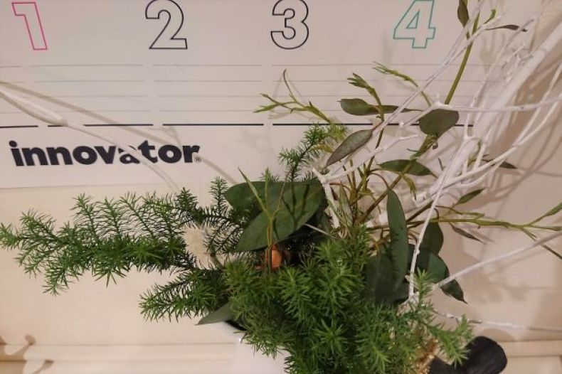 少しの余裕と、クリスマスアレンジ風のグリーン_e0408608_19012159.jpg