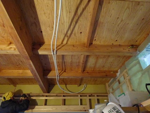 仙北町の家 大工工事が進行中です!_f0105112_04181244.jpg