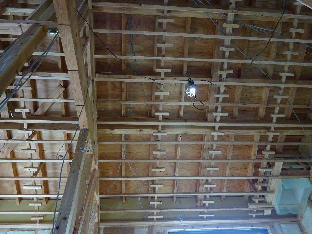 仙北町の家 大工工事が進行中です!_f0105112_04250132.jpg