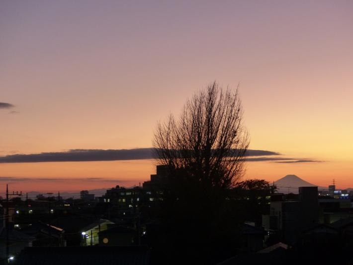 ヘルシーロードの紅葉風景と富士山_f0296312_18585520.jpg