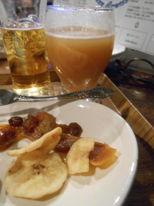 旅は美味しい。羽田の餃子と高松の地ビール。_a0095931_11434173.jpg
