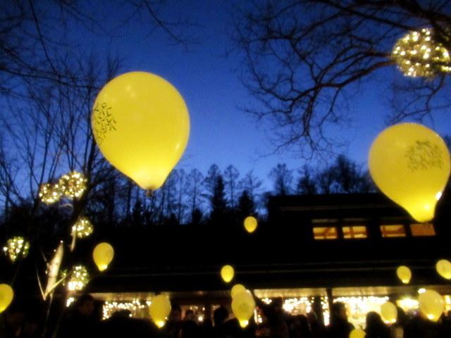 「幸せが灯る街」ハルニレテラスのクリスマス * 幸せのやどりぎ点灯式♪_f0236260_00191970.jpg