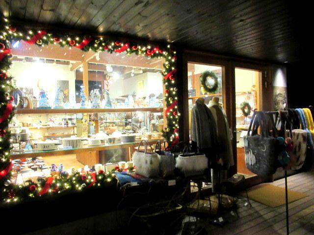 「幸せが灯る街」ハルニレテラスのクリスマス * 幸せのやどりぎ点灯式♪_f0236260_00401913.jpg