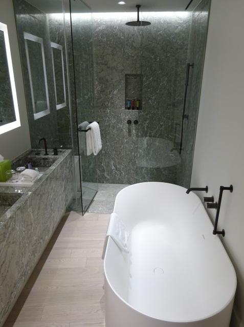 たった26時間のソウル (4)「アンダーズソウル江南」の客室の続き、プール、フィットネス_b0405262_23055471.jpg