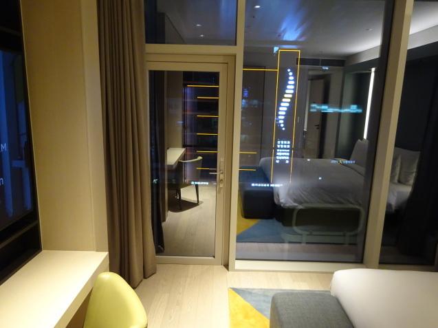 たった26時間のソウル (4)「アンダーズソウル江南」の客室の続き、プール、フィットネス_b0405262_23105339.jpg