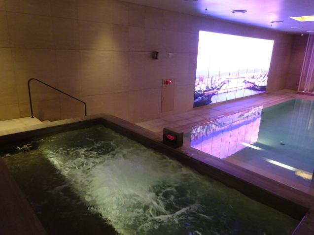 たった26時間のソウル (4)「アンダーズソウル江南」の客室の続き、プール、フィットネス_b0405262_23312682.jpg