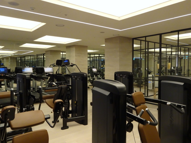 たった26時間のソウル (4)「アンダーズソウル江南」の客室の続き、プール、フィットネス_b0405262_23394583.jpg
