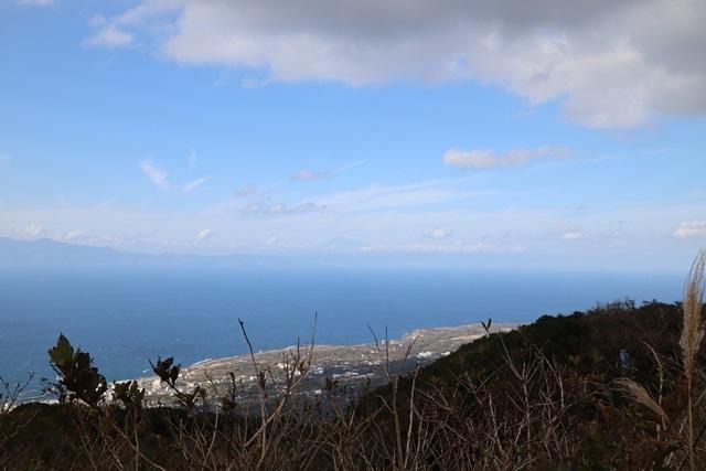 伊豆大島の岡田港船客待合所を見学してきました。_a0076877_19222420.jpg