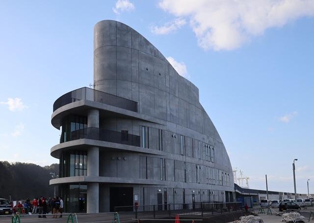 伊豆大島の岡田港船客待合所を見学してきました。_a0076877_19223600.jpg