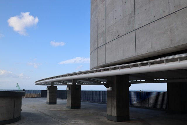 伊豆大島の岡田港船客待合所を見学してきました。_a0076877_19224068.jpg