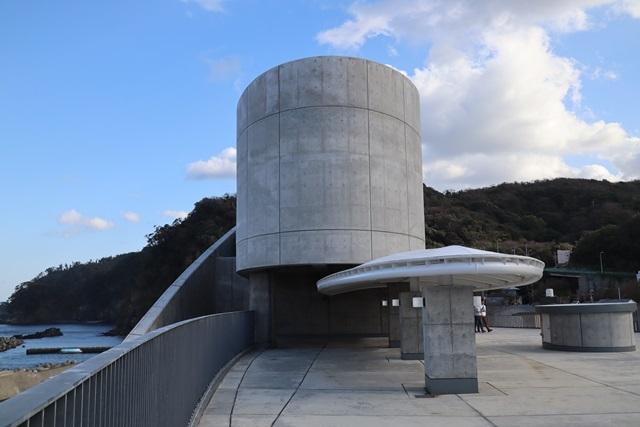 伊豆大島の岡田港船客待合所を見学してきました。_a0076877_19224793.jpg