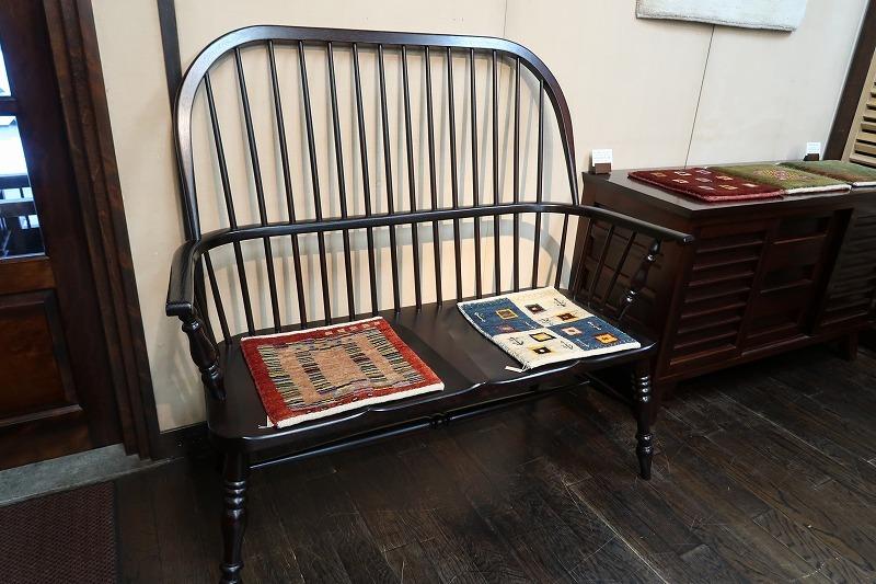 椅子と椅子敷の会明日から_e0155377_16081220.jpg