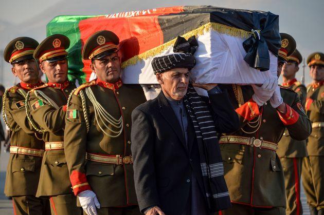 中村さんの遺体、アフガンから帰国の途に…大統領もひつぎ担ぐ_b0011584_05501459.jpeg