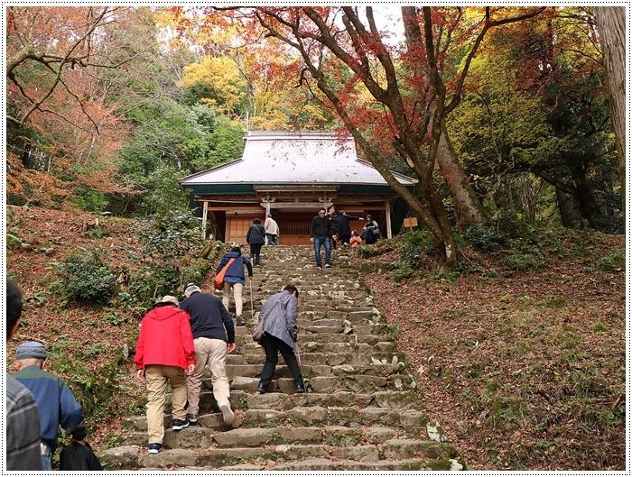 名古屋発、おひとり参加のツアー 備忘録 その2 多良峡から鶏足寺、その前に昼食もね_b0175688_00201626.jpg