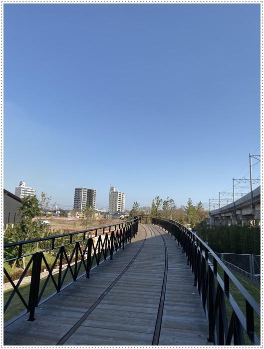 日差しがとっても暖かかったから、新しくできた公園でお散歩だよ~_b0175688_20031457.jpg