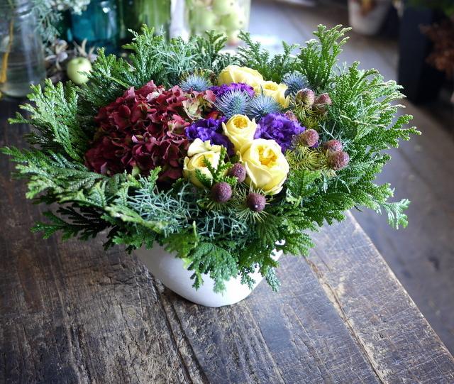 お誕生日の女性へのアレンジメント。「紫~黄色、森、北海道イメージ。造花のリンゴを一つ入れて」。東京都練馬区に発送。2019/12/02着。_b0171193_23111838.jpg