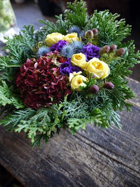 お誕生日の女性へのアレンジメント。「紫~黄色、森、北海道イメージ。造花のリンゴを一つ入れて」。東京都練馬区に発送。2019/12/02着。_b0171193_23112005.jpg