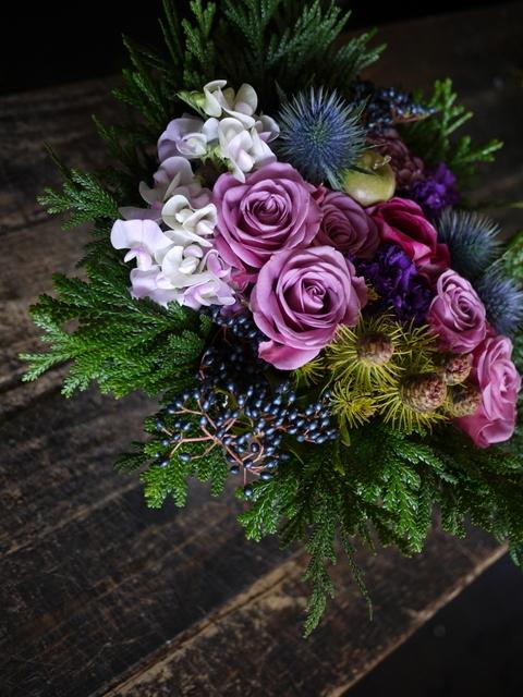 詩吟教室の先生へのアレンジメント。「紫~ピンク系」。2019/12/05。_b0171193_23442317.jpg