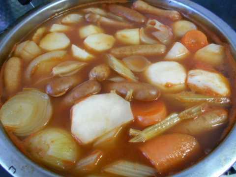 母の日のカーネーションが咲きそう&野菜いっぱいのスープ仕込み中_f0019498_10000003.jpg