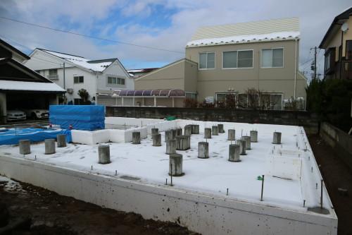 Q1住宅L2秋田02:床下暖房用基礎完成_e0054299_10144477.jpg