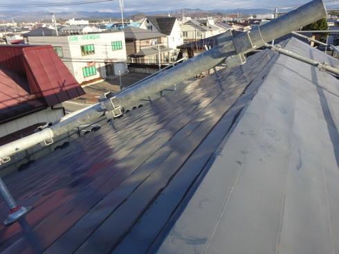 アパートの外装改修工事が進行中です。_f0105112_05260103.jpg