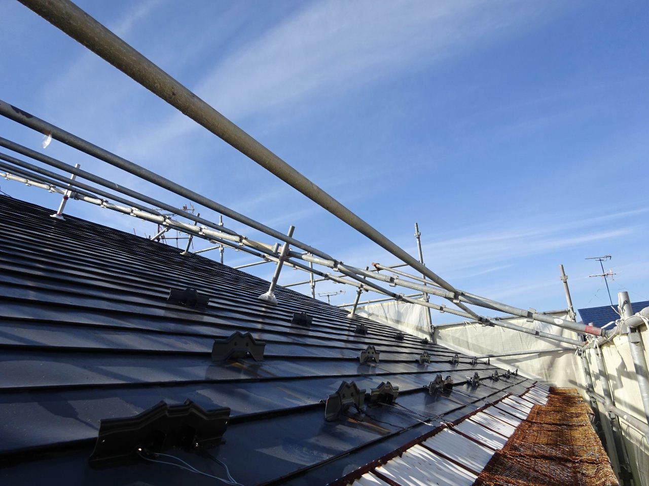 アパートの外装改修工事が進行中です。_f0105112_05260296.jpg